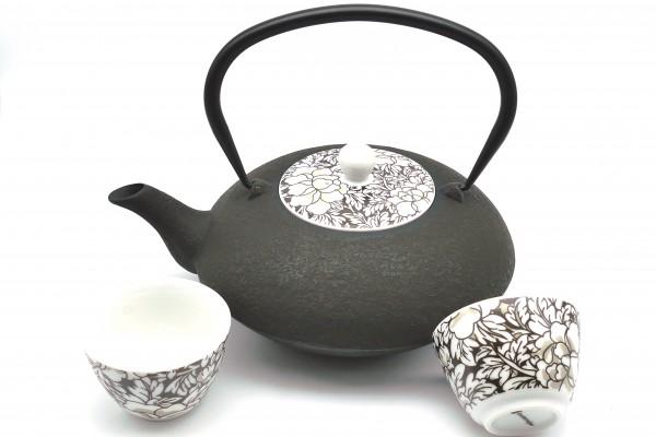 ASIA EISENKANNE YANTAI mit Porzellan-Deckel und zwei Cups