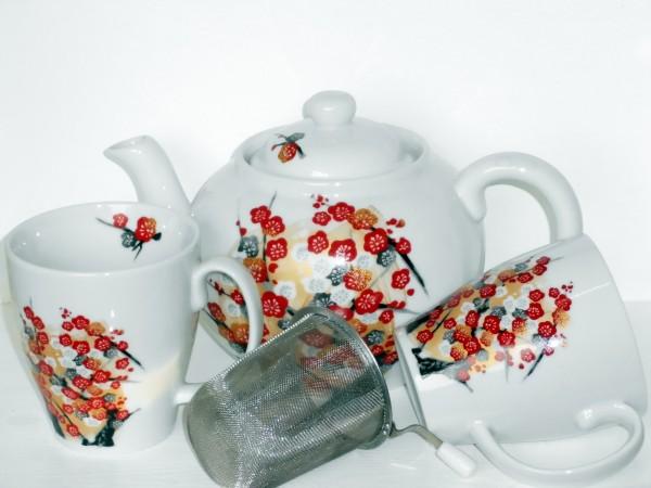 Teekanne mit zwei Bechern